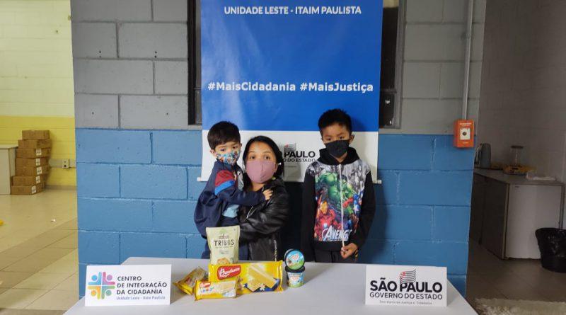 CIC Leste doa centenas de potinhos de sorvete e guloseimas para crianças da região